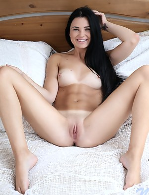 Nude Teen Spreading Porn Pictures